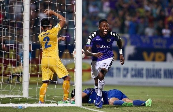 Samson mở tỷ số cho Hà Nội chỉ 10 phút sau khi được tung vào sân. Ảnh: Lâm Thỏa.