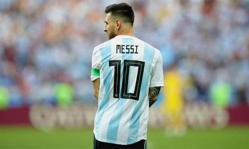 HLV Argentina khẳng định sẽ để dành áo số 10 cho Messi cho đến khi anh quyết định chia tay đội tuyển. Ảnh: AP.