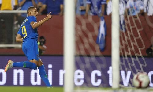 Richarlison ghi hai bàn trong lần đầu đá chính ở đội tuyển. Ảnh: CBF.