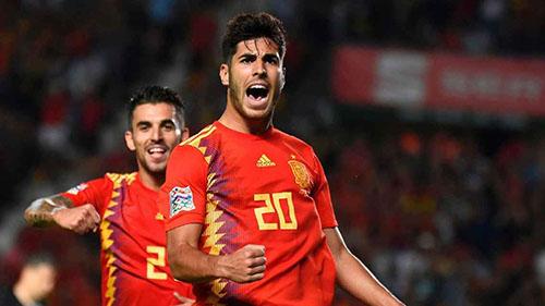 Asensio (số 20) là một trong những cầu thủ chơi hay nhất của Tây Ban Nha tối 11/9. Ảnh: Reuters.