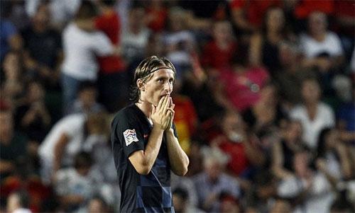 Modric không thể tin nổi vào những gì đến với tuyển Croatia trong chuyến làm khách tại Tây Ban Nha.