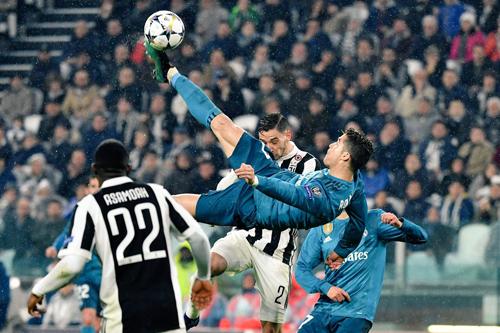 Vòng bảng Champions League năm nay có nhiều trận đấu hấp dẫn như Liverpool - PSG, Tottenham - Inter hay Man Utd - Juventus. Việc chia khung giờ thi đấu giúp UEFA tối đa hoá lợi nhuận từ bản quyền truyền hình. Ảnh:Reuters.