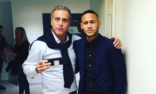 Andre Cury (áo trắng) đóng vai trò đạo diễn trong cuộc chuyển nhượng của Neymar năm 2013. Ảnh: Marca
