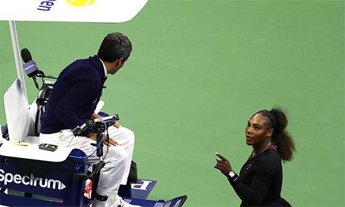 Serena cáo buộc trọng tài chính Carlos Ramos phân biệt giới tính khi phạt cô ở trận chung kết Mỹ Mở rộng 2018. Ảnh: USA Today.