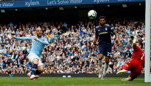 David Silva có bàn thứ 50 ở Ngoại hạng Anh. Ảnh:Reuters.