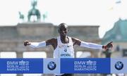 VĐV Kenya phá sâu kỷ lục thế giới chạy marathon