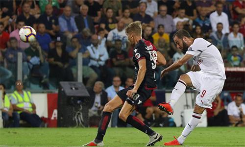 Higuain phải chờ tới trận thứ ba mới có thể khai hoả cho Milan. Ảnh: ANSA.