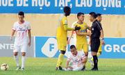 Trọng tài V-League bị đội bóng chỉ trích dù đúng luật