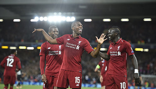 Niềm vui của cầu thủ Liverpool tối 18/9. Họ thắng PSG theo cách nghẹt thở, khi ghi bàn ấn định vào phút bù giờ đầu tiên. Ảnh: EPA.
