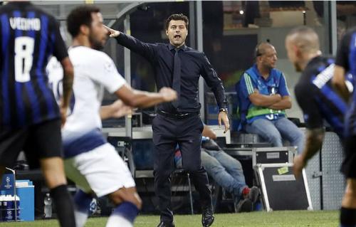 Pochettino chỉ đạo trong trận đấu với Inter. Ảnh:AP.