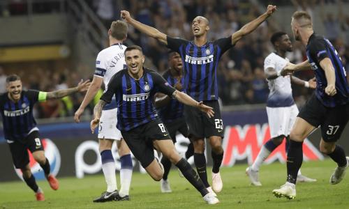 Cầu thủ Inter hạnh phúc sau bàn thắng quyết định của Vecino (số 8). Ảnh: AP.