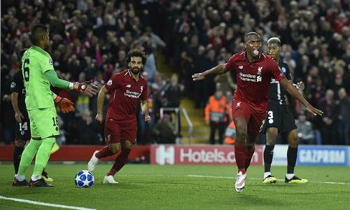 Liverpool (áo đỏ) thể hiện sức mạnh của á quân mùa trước. Ảnh: Sportsmail.