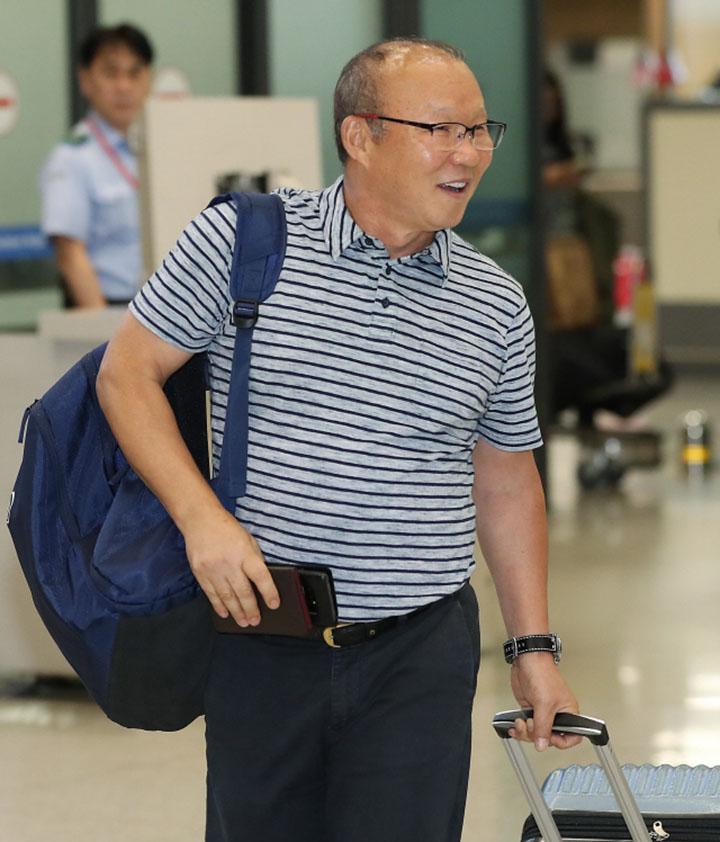 HLV Park Hang-seo cho biết, ông cảm thấy hạnh phúc với công việc hiện có tại Việt Nam. Ảnh: News1.