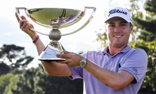 Năm ngoái, Justin Thomas nhận 10 triệu đôla tiền thưởng cho chức vô địch FedEx Cup. Con số này sẽtăng gấp rưỡi vào năm 2019. Ảnh: Sky.