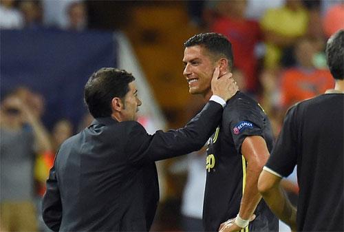 HLV của Valencia, Marcelino thông cảm với Ronaldo. Ảnh: Reuters