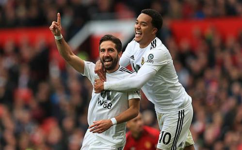 Moutinho phá vỡ ngày vui của sân Old Trafford. Ảnh:Empics Sport.
