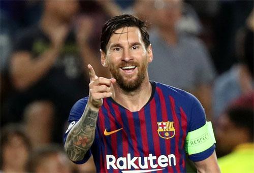Messi với kiểu râu rậm khi lập hat-trick vào lưới PSV.