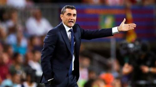 HLV Valverde bức xúc với quyết định của trọng tài. Ảnh:AFP.