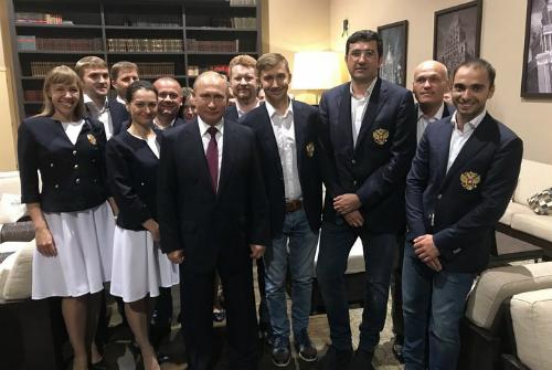 Putin động viên đội cờ vua Nga trước giải đồng đội thế giới