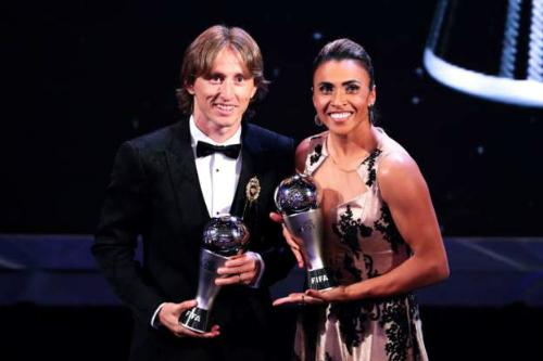 Modric và Marta là hai cầu thủ giành giải The Best cho nam và nữ. Ảnh:FIFA.