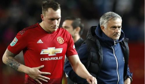 Lịch sử cho thấy Mourinho thường xuyên gặp vấn đề nội bộ ở mùa giải thứ ba tại một đội bóng. Ảnh:PA.