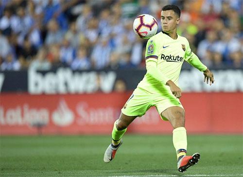 Cú vô lê mở tỷ số của Coutinho là điểm sáng duy nhất của Barca trong trận đấu. Ảnh: Reuters