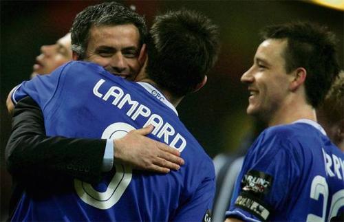 Mourinho của những năm giữa 2000 từng thành công nhờ thuật đắc nhân tâm, biến những cá tính mạnh như Terry, Lampard thành những người lính, sẵn sàng chiến đấu hết mình vì ông.