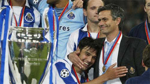 Vầng hào quang từ quá khứ không còn giúp ích cho Mourinho trong công việc cầm quân hiện tại.