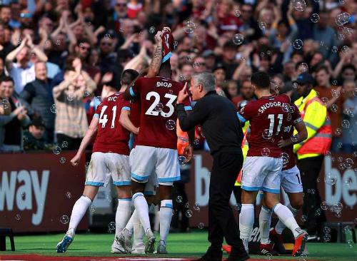Mourinho phản ứng dữ dội sau khi West Ham ghi bàn thắng nâng tỷ số lên 3-1. Ảnh:PA.