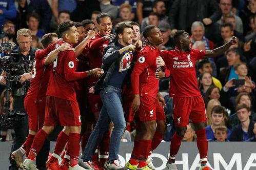 Niềm vui của cầu thủ Liverpool khi có bàn gỡ hòa vào những phút cuối cùng. Ảnh:Reuters.
