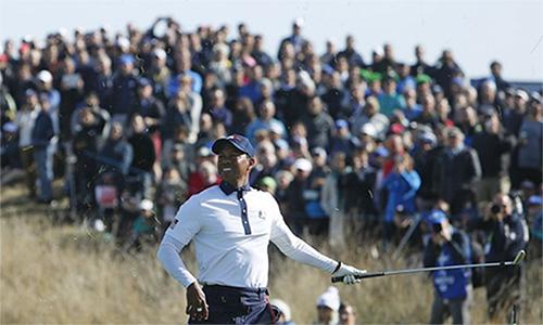 Woods thất vọng khi liên tục để thua Molinari - Fleetwood, những người đang có phong độ rất cao. Ảnh: AP.