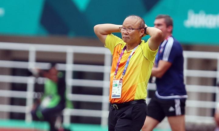 HLV Park Hang-seo tiếc nuối khi học trò liên tiếp bỏ lỡ cơ hội ghi bàn, đặc biệt là vào cuối trận. Ảnh: Đức Đồng.