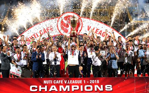 Hà Nội nâng cao chức vô địch V-League sau chiến thắng 3-0 trước Cần Thơ chiều 2/10. Ảnh: Quang Minh