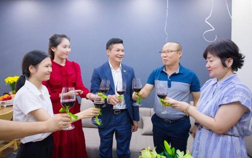 Ông Park chia sẻ, ông sẽ sống cùng vợ và một chú chó nhỏ tại căn hộ. Nếu có bạn bè và họ hàng qua Việt Nam chơi, ông cũng sẽ đưa họ đến nghỉ tại đây.