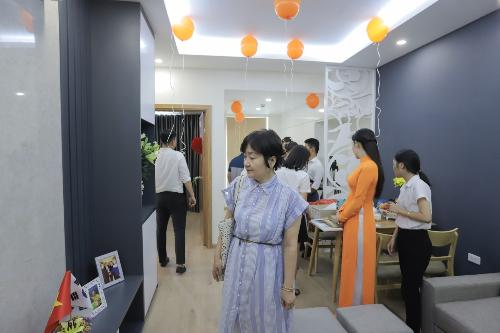 HLV Park Hang-seo cho biết ông và vợ là bà Choe Sang Ah sẽ sinh sống tại căn hộ này khi không phải tập trung cùng đội tuyển và tham gia các giải đấu. Vị HLV người Hàn Quốc sẽ thường xuyên di duyển qua lại với Liên đoàn Bóng đá Việt Nam nơi ông làm việc, cách căn nhà gần 10km.