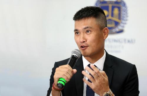 Công Vinh hy vọng dự án đưa bóng đá chuyên nghiệp vào học đường sẽ là cú hích lớn cho môi trường giáo dục trong tương lai. Ảnh: Đức Đồng.