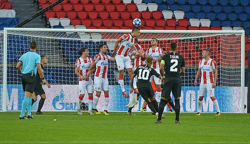 Neymar (số 10) ghi hai bàn từ đá phạt trực tiếp ở trận này. Ảnh: Icon Sport.
