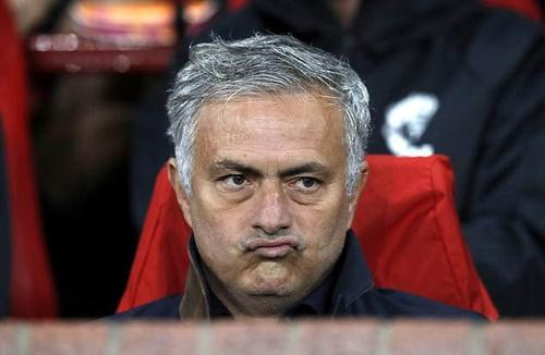 Mournho chịu nhiều sức ép trước cuộc đọ sức với Newcastle. Ảnh: PA.