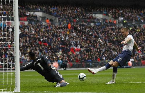 Dier dứt điểm mở tỷ số trận đấu. Ảnh:AFP.