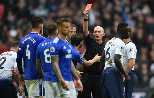 Tấm thẻ đỏ của Ralls khiến Cardiff không thể lật ngược thế cờ. Ảnh:BPI.