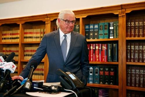 Luật sư Stovall của Kathryn, người tố Ronaldo phạm tội hiếp dâm với cô năm 2009. Ảnh: Reuters.