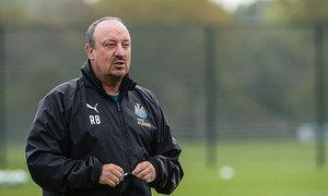 HLV Benitez bị phạt gần 80.000 đôla vì tội 'khen trọng tài'