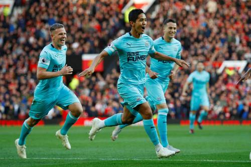 Newcastle gây sốc khi Muto ghi bàn thứ hai chỉ sau 10 phút. Ảnh:Reuters.