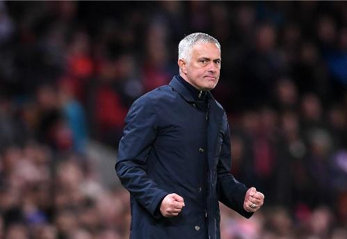 Mourinho thể hiện niềm vui vào cuối trận. Ảnh:PA.