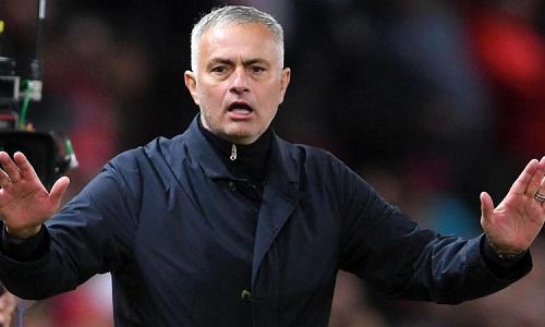 Mourinho tỏ thái độ khó chịu với báo chí sau trận thắng của Man Utd. Ảnh: AFP.