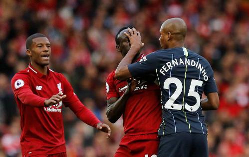 Trận đấu có thừa những pha va chạm nhưng thiếu những tình huống tấn công đẹp mắt người hâm mộ kỳ vọng. Ảnh:Reuters.