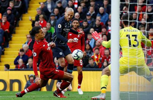 Hai đội đều hài lòng với một điểm, nhưng người hâm mộ thất vọng khi trận đấu không có nhiều tình huống nguy hiểm. Ảnh: Reuters.