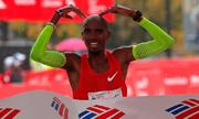 Chicago Marathon có nhà vô địch người Anh đầu tiên sau 22 năm