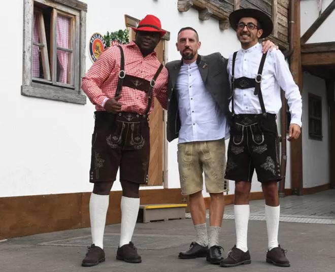 Dàn sao Bayern giải sầu ở lễ hội bia Oktoberfest