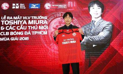HLV Miura khi về dẫn dắt CLB TP HCM đầu mùa giải này được đầu tư nhiều cầu thủ tốt nhưng thi đấu không thành công. Ảnh: Đức Đồng.